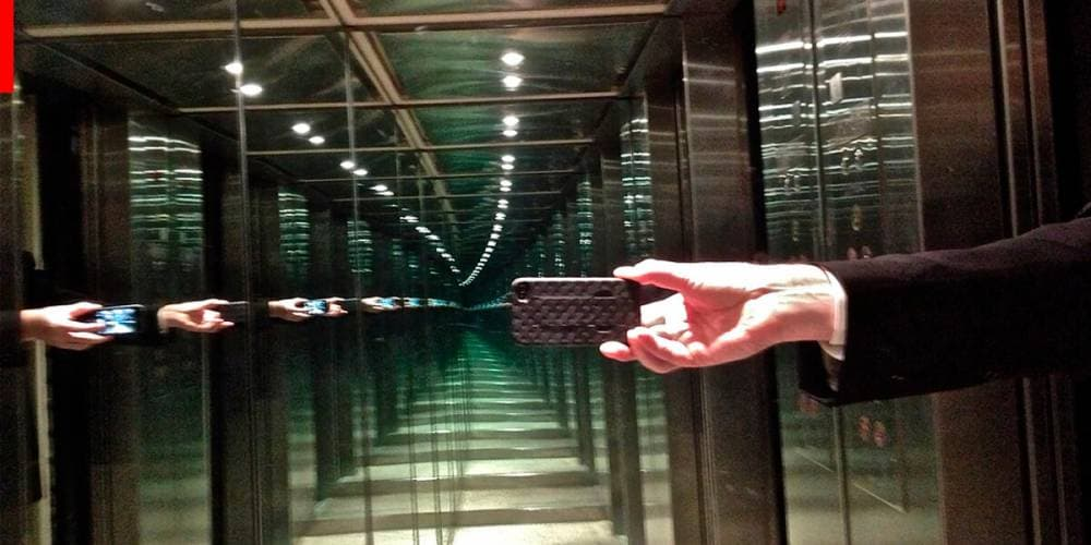 Для чого в ліфтах дзеркала?